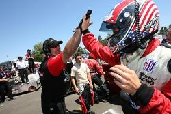 Défi de l'équipe de stand : Joey Hand fait la fête après sa course