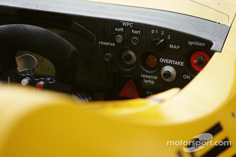 Détail du panneau de bord de la Penske Motorsports Porsche RS Spyder