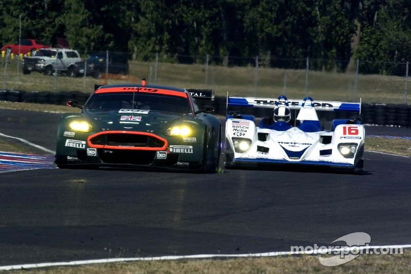 #007 Aston Martin Racing Aston Martin DB9: Tomas Enge, Darren Turner et #16 Dyson Racing Team Lola B06/10 AER: James Weaver, Butch Leitzinger