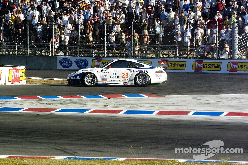 Départ de la course: Incident #23 Alex Job Racing Porsche 911 GT3 RSR: Mike Rockenfeller, Robin Liddell