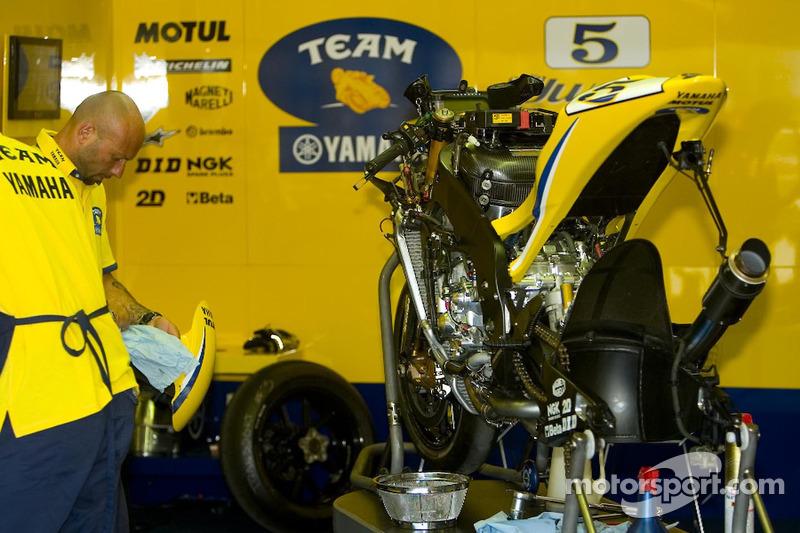Equipo Yamaha en el trabajo