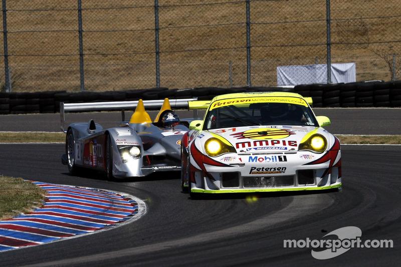 #31 Petersen/White Lightning Porsche 911 GT3 RSR: Jorg Bergmeister, Michael Petersen, Patrick Long