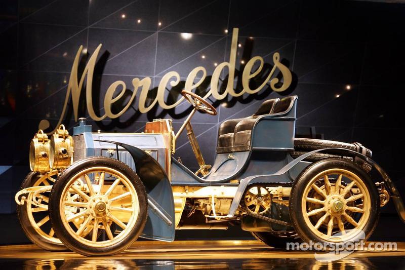 Evénement média de DaimlerChrysler Mercedes: la 40 hp Mercedes-Simplex dans le musée Mercedes-Benz à Stuttgart