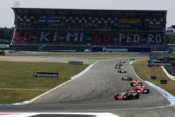 Start: Kimi Raikkonen leads Michael Schumacher and Felipe Massa