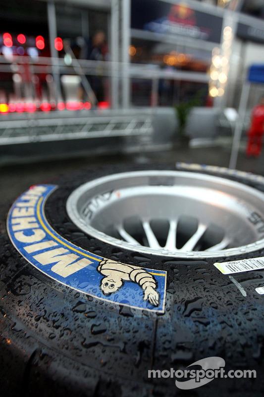 Un neumático de lluvia