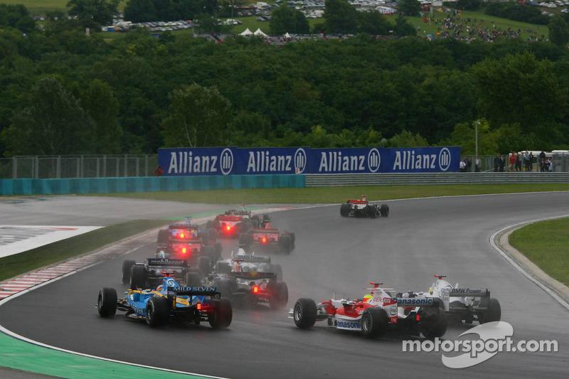 Inicio: Ralf Schumacher, Fernando Alonso y Nick Heidfeld
