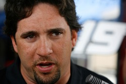 Elliott Sadler responds to question from the media reguarding changing teams