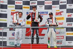 GT-A podium: le vainqueur Michael Lewis, Frankie Montecalvo, Ricardo Perez