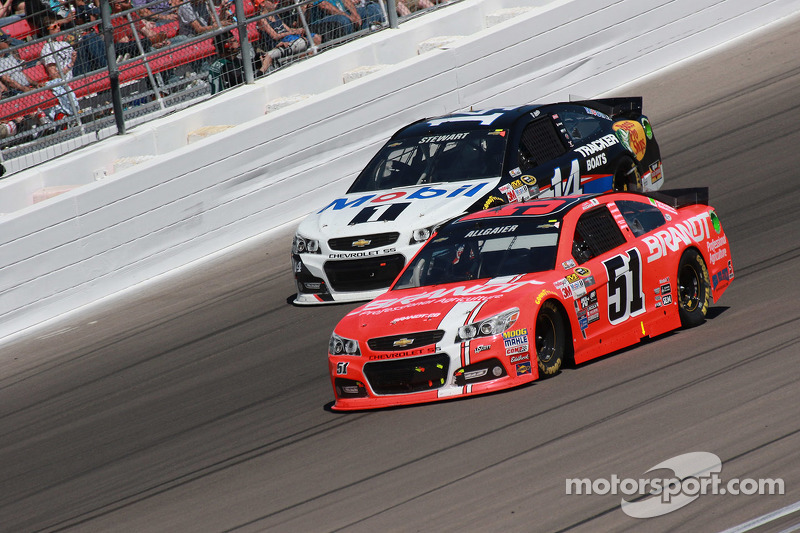 Justin Allgaier, HScott Motorsports, Chevrolet, und Tony Stewart, Stewart Haas Racing, Chevrolet