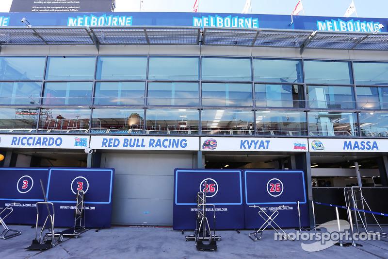 Red Bull Racing, Garagen in der Boxengasse