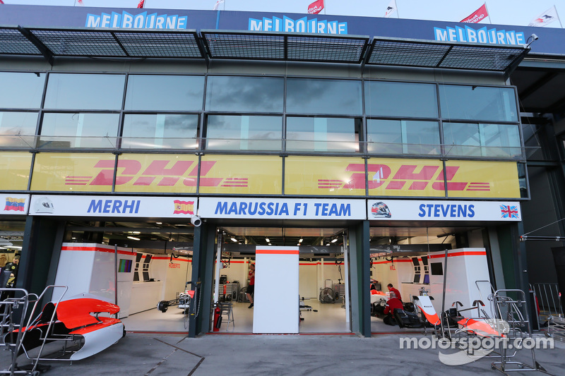 Manor F1 Team pit garaje
