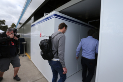 Giedo van der Garde, enters the Sauber garage