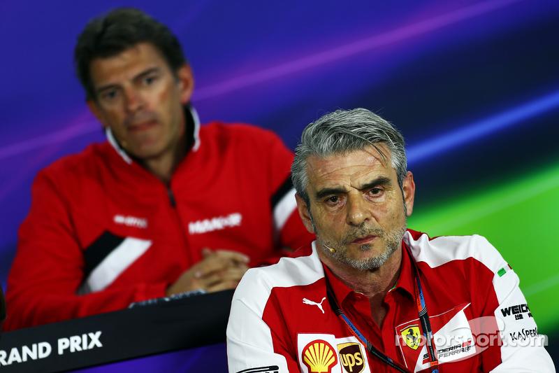 Мауріціо Аррівабене, Керівник Scuderia Ferrari та Грем Лоудон, Manor F1 Team Виконавчий директор на пресс-конференції FIA