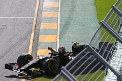 Pastor Maldonado, Lotus F1 E23 crashed out at the start of the race