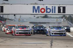 Start: #9 Stevenson Motorsports, Camaro Z/28.R: Lawson Aschenbach, Matt Bell, in Führung