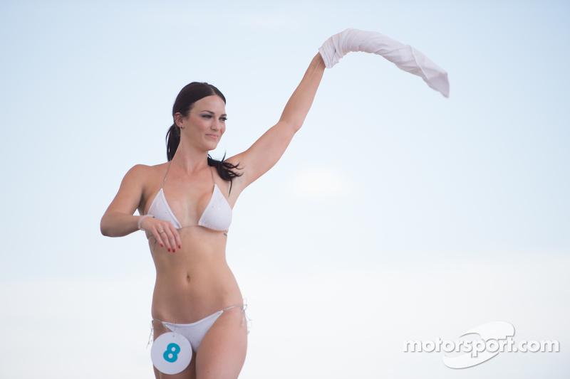 متنافسة في مسابقة سيبرنغ الشهيرة لملابس البحر
