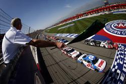 Inicio: Erik Jones, Joe Gibbs Racing Toyota lider