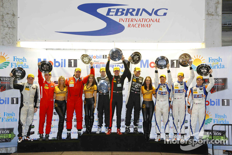 PC组领奖台: 获胜者Mike Guasch, Andrew Palmer, Tom Kimber-Smith PR1 Mathiasen Motorsports