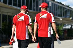 (L to R): Кімі Райкконен, Ferrari з напарником по команді Себастьян Феттель, Ferrari