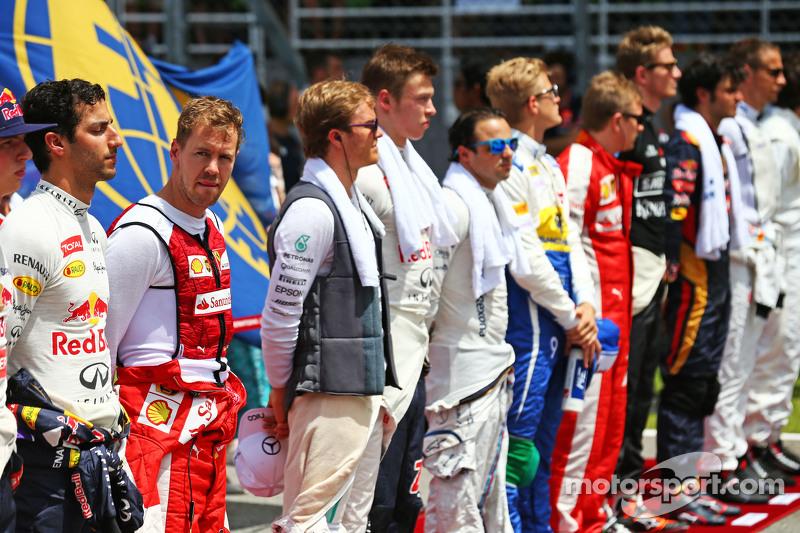 Sebastian Vettel, Ferrari, bei der Nationalhymne in der Startaufstellung