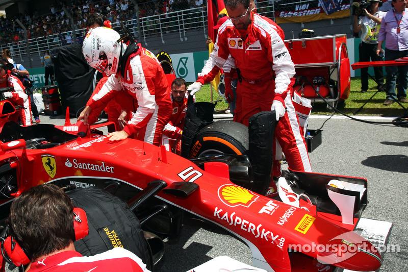 Sebastian Vettel, Ferrari SF15-T, in der Startaufstellung