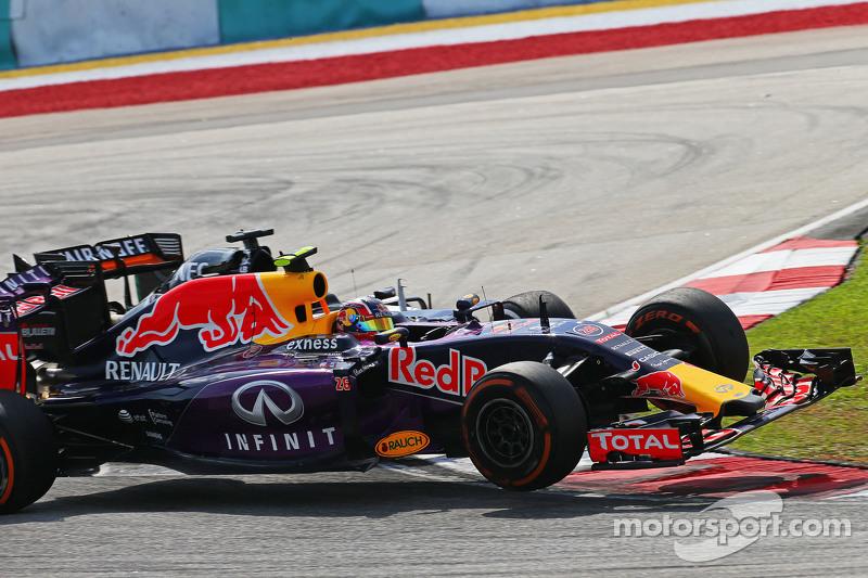 Даниил Квят, Red Bull Racing RB11 и Нико Хюлькенберг, Sahara Force India F1 VJM08, столкновение