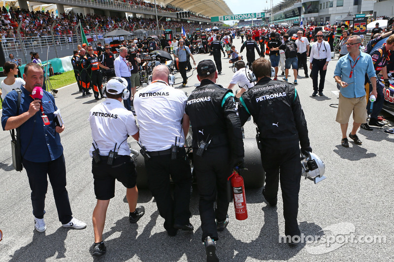 Mercedes AMG F1 W06 pushed to the grid