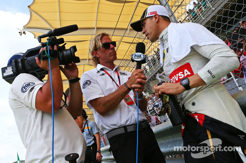 Pastor Maldonado, Lotus F1 Team on the grid