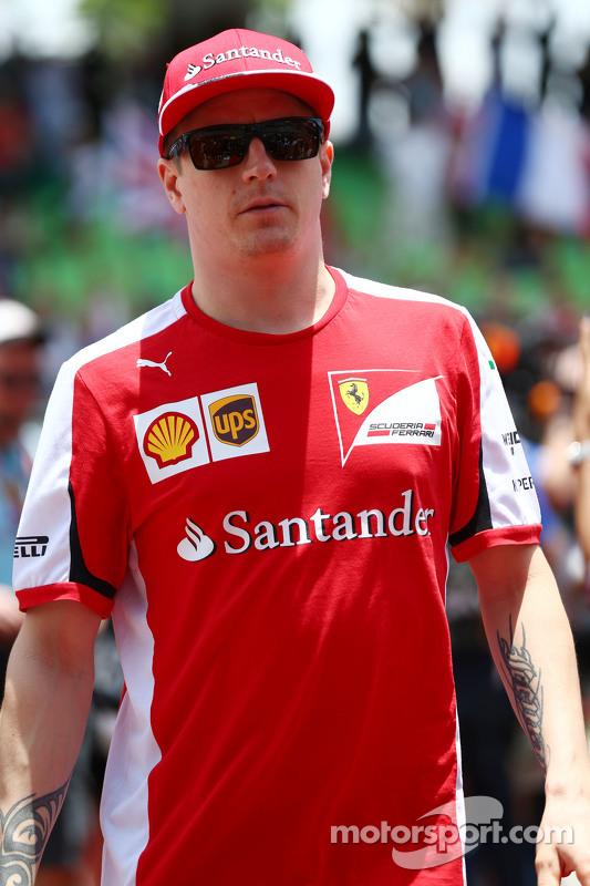 Kimi Raikkonen, de Ferrari, en el desfile de pilotos