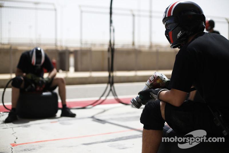 ART Grand Prix mempersiapkan untuk melakukan pit stop