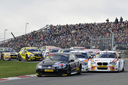 Jason Plato leads the start of race 2