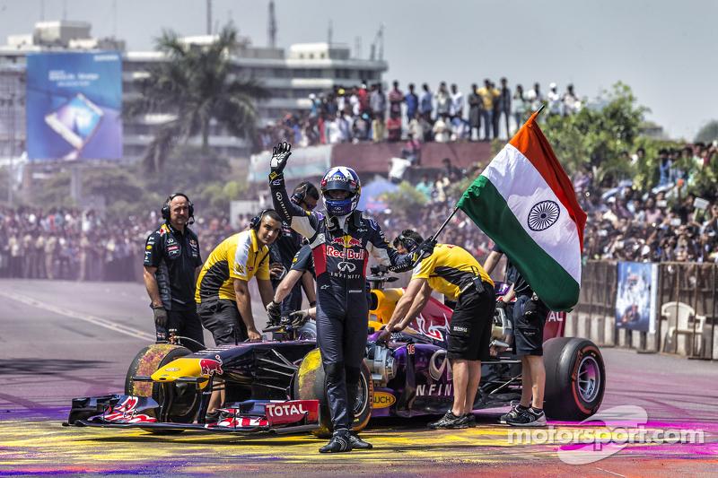David Coulthard, Red Bull Racing ondea la bandera de la India en el Red Bull Show Run 2015 en el Nec