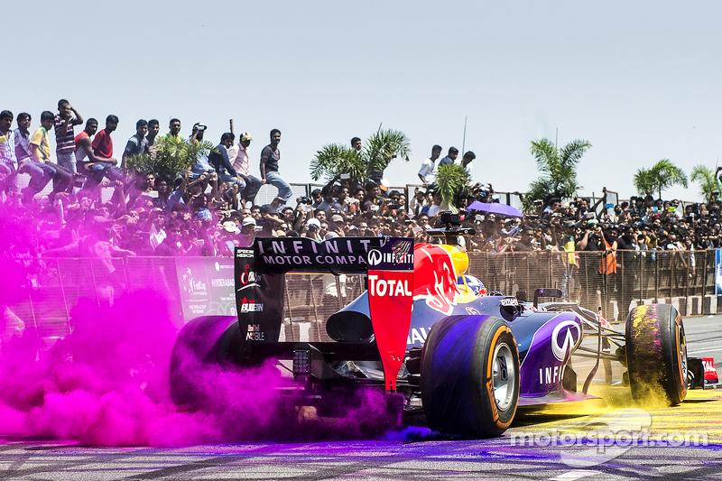 David Coulthard, Red Bull Racing participa en el Red Bull Showrun en el Necklace Road en Hyderabad, India