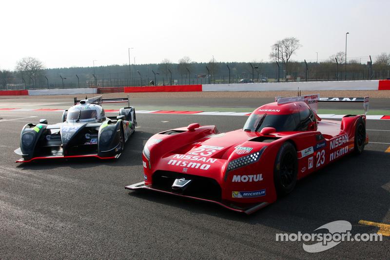 Nissan GT-R LM Nismo, dan #42 Strakka Racing Dome Strakka S103 - Nissan: Nick Leventis, Danny Watts, Jonny Kane
