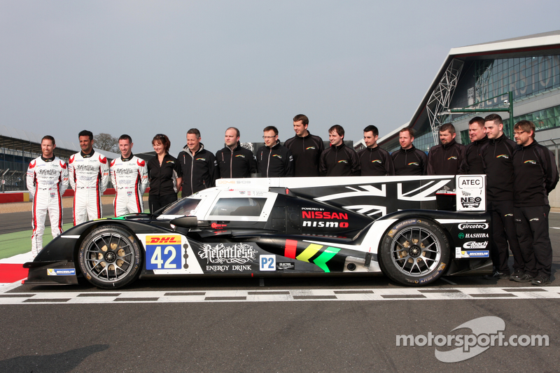 Nissan GT-R LM Nismo та #42 Strakka Racing Dome Strakka S103 - Nissan: Nick Leventis, Danny Watts, J