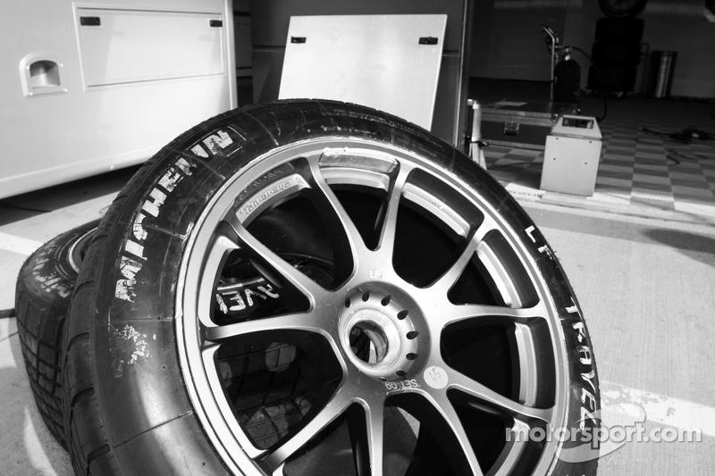 Neumáticos en el pitlane