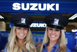 فتيات فريق سوزوكي للدراجات النارية موتو جي بي