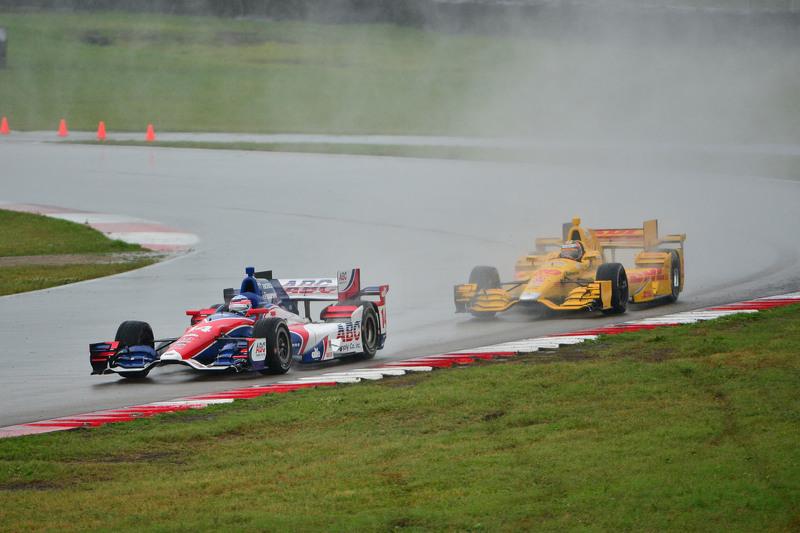 Takuma Sato, A.J. Foyt Enterprises Honda , dan Ryan Hunter-Reay, Andretti Autosport Honda