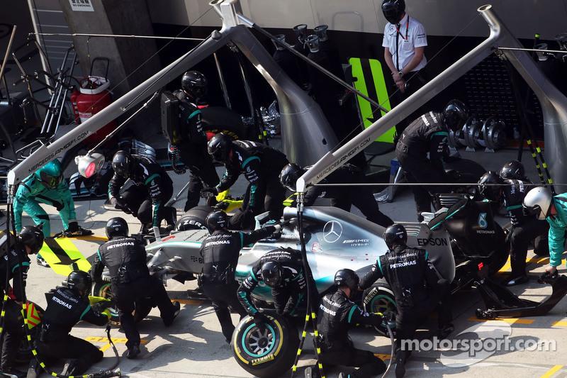 尼克·罗斯伯格, 梅赛德斯AMG车队 F1 W06赛车,执行进站