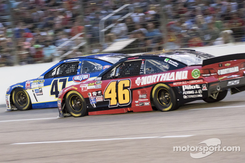 Michael Annett, HSCott Motorsports Chevrolet, dan A.J. Allmendinger, JTG Daugherty Racing Chevrolet
