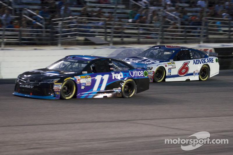 Denny Hamlin, Joe Gibbs Racing Toyota dan Trevor Bayne, Roush Fenway Racing Ford