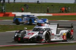 #8 Audi Sport Team Joest R18 e-tron quattro: Лукас ді Грассі, Лоік Дюваль, Олівер Ярвіс