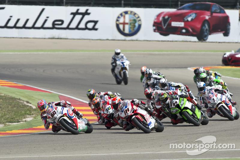 Michael van der Mark, Pata Honda, vor einer Gruppe von Motorrädern