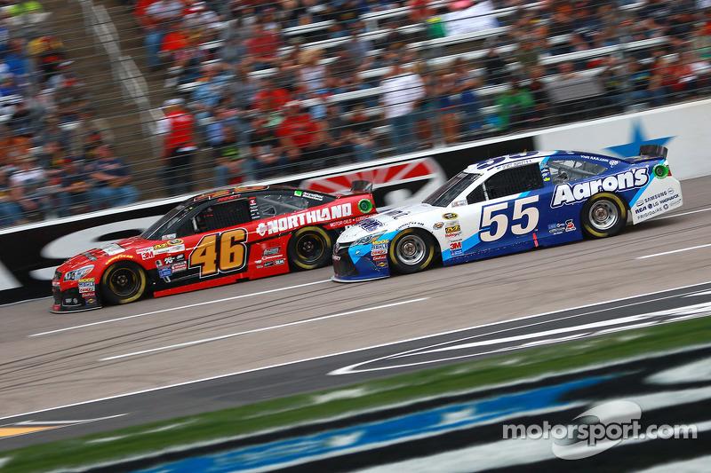 Michael Annett, HScott Motorsports Chevrolet, dan Brett Moffitt, Michael Waltrip Racing Toyota