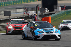 Михел Нюкьєр, SEAT Leon Racer, Target Competition та Сергей Афанасьєв, SEAT Leon Racer, Team Craft-Bamboo LUKOIL