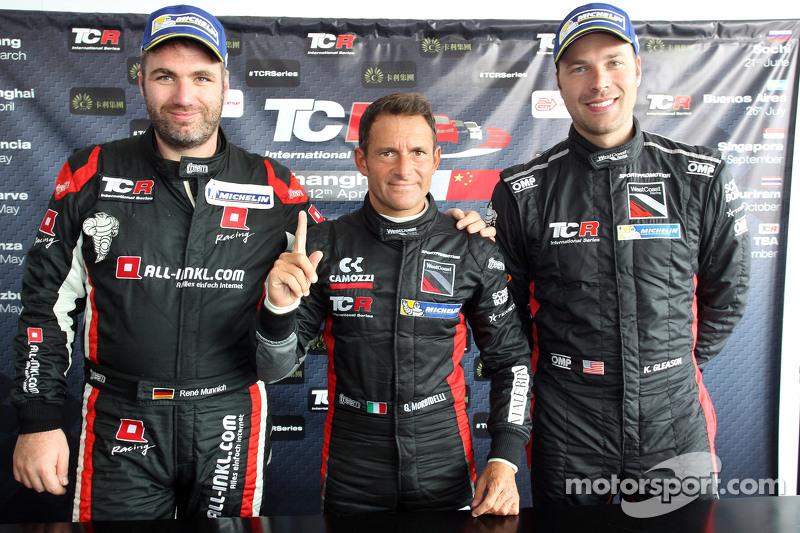 Podium 1. Rennen: 1. Gianni Morbidelli, Honda Civic TCR, West Coast Racing, und 2. position René Mün