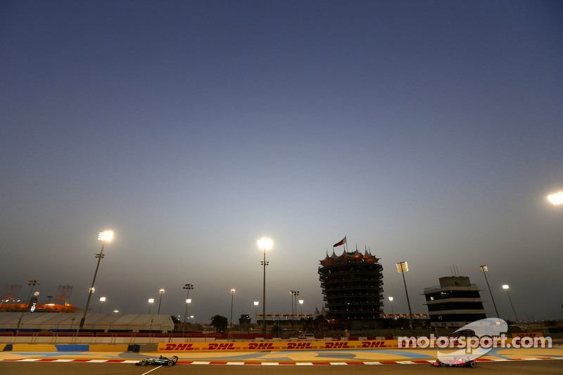 Lewis Hamilton, Mercedes AMG F1 Team and Kimi Raikkonen, Scuderia Ferrari