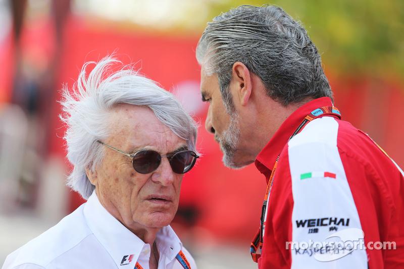 Bernie Ecclestone, dengan Maurizio Arrivabene, Ferrari Team Principal