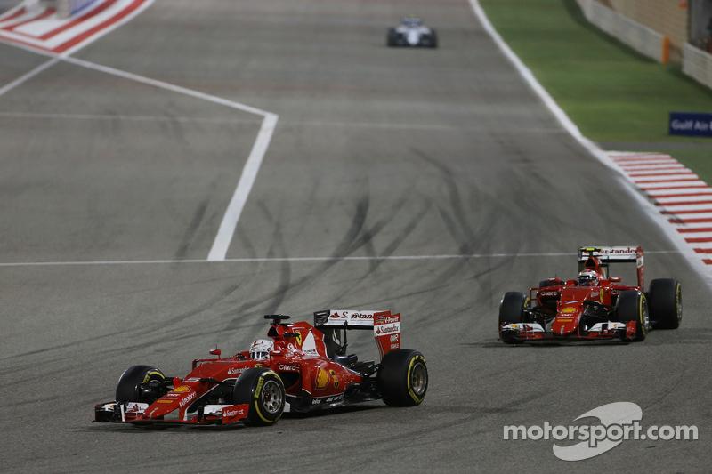 Sebastian Vettel, Ferrari SF15-T memimpin team mate Kimi Raikkonen, Ferrari SF15-T