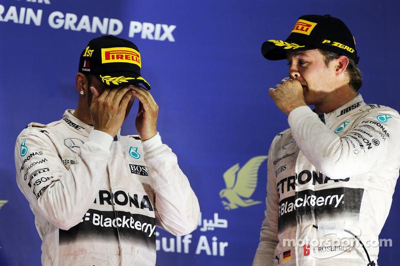 Das Podium: 1. Lewis Hamilton, Mercedes AMG F1, mit 3. Nico Rosberg, Mercedes AMG F1